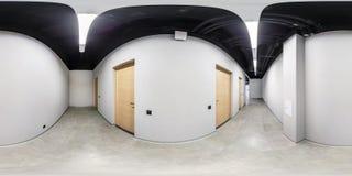 Panorama sferico senza cuciture completo di hdri 360 gradi di vista di angolo nell'interno del corridoio vuoto del sottotetto bia fotografie stock