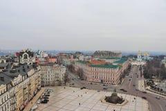 Panorama- sikt av Kiev Med kloster av St Michael i bakgrunden fotografering för bildbyråer