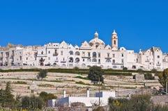 Panorama- sikt av Locorotondo. Puglia. Italien. royaltyfri bild