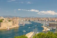 Panorama- sikt av Marseille och gammal port Arkivbild