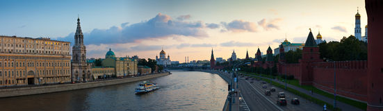 Panorama- sikt av Moscow i solnedgång Royaltyfri Bild