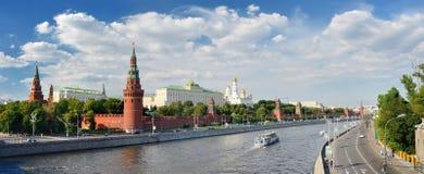 Panorama- sikt av Moscow Kremlin arkivfoton