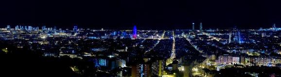 panorama- sikt för barcelona natt Arkivbild