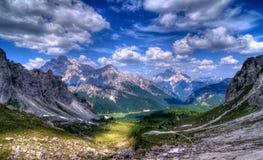 panorama- sikt för berg Arkivfoton