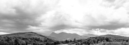 panorama- sikt för berg transfagarasan väg romania Arkivbilder