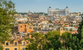 Panorama- sikt från villan Medici, med den Vittorio Emanuele II monumentet i bakgrunden italy rome arkivfoto