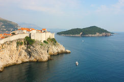 Panorama- sikt in mot den gammala townen Dubrovnik Arkivfoton