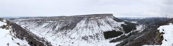 panorama- siktsvinter för molniga berg royaltyfri fotografi