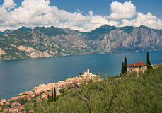 Panorama of Sirmione village and Lake Garda, Italy Stock Photography