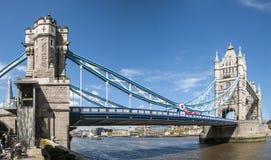 panorama- skjutit torn för bro Arkivbilder