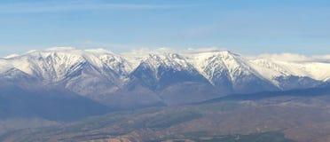 Panorama of snowy mountain range Royalty Free Stock Photos