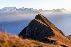 Panorama sobre las montañas suizas en el Bernese Oberland fotos de archivo libres de regalías