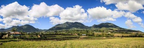 Panorama sobre las montañas y los arroces de arroz de Ruteng, isla de Flores, Indonesia Imágenes de archivo libres de regalías