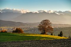 Panorama soleado de la tarde del otoño hermoso Fotos de archivo libres de regalías
