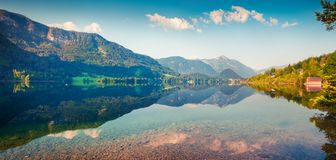 Panorama soleggiato di mattina sul lago Grundlsee Fotografie Stock
