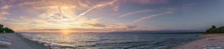 Panorama- solnedgång över Adriatiskt havet i ane PetrÄ  Royaltyfri Bild