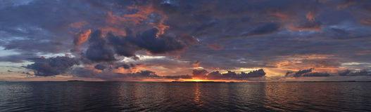 Panorama- solnedgång över havet Arkivbilder