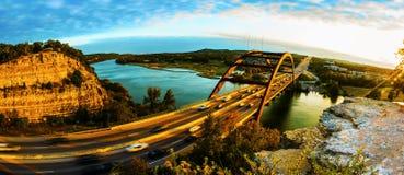 Panorama- solnedgång för bro 360 eller Pennybacker bro royaltyfria foton
