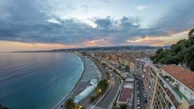 Panorama sopra Nizza la città e giorno aereo del mar Mediterraneo al timelapse di notte video d archivio