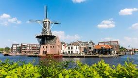 Panorama Spaarne und Mühle in Haarlem, die Niederlande Stockfotos