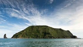 Panorama: Starichkoveiland (Kamchatka) in Vreedzame Oceaan Royalty-vrije Stock Afbeeldingen