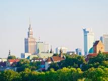Panorama starzy drapacze chmur w Warszawa i miasto Obok bulwarów i Vistula obrazy royalty free