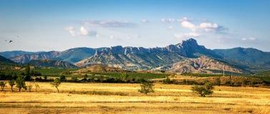 Panorama stepowe krajobrazowe góry na horyzoncie, Crimea Obraz Royalty Free