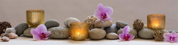 Panorama- stilleben för harmoni i brunnsort, massage eller yoga royaltyfri bild