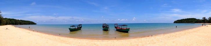 Panorama- strand och fartyg Arkivfoto