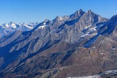 Panorama stupefacente alle alpi svizzere dal paradiso del ghiacciaio del Cervino alle alpi Fotografia Stock
