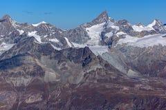 Panorama stupefacente alle alpi svizzere dal paradiso del ghiacciaio del Cervino, Svizzera Immagine Stock