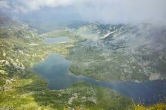 Panorama stupefacente del gemello, del trifoglio, del pesce e dei laghi superiori, i sette laghi Rila Immagini Stock