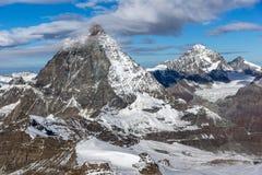Panorama stupefacente del supporto il Cervino coperto di nuvole, alpi, Svizzera Immagine Stock