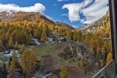 Panorama stupefacente delle alpi svizzere, cantone di autunno del Valais Immagine Stock Libera da Diritti