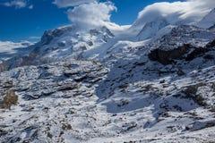 Panorama stupefacente di inverno alle alpi svizzere Immagine Stock