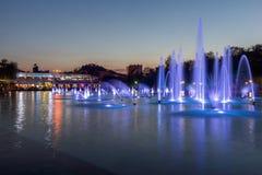Panorama stupefacente di tramonto delle fontane di canto in città di Filippopoli Fotografie Stock