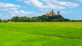 Panorama Sua jamy świątynia w Kanchanaburi prowinci z błękitem Obrazy Stock