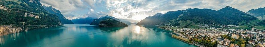 Panorama suisse de bourdon de réalité virtuelle de vr de l'air 360 de bourdon de bourdon de nature de lac mountain photos libres de droits
