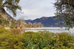 Panorama sul lago di Lugano in Svizzera fotografie stock libere da diritti