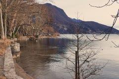 Panorama sul lago di Lugano in Svizzera fotografia stock libera da diritti