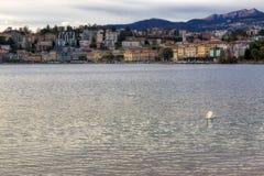 Panorama sul lago di Lugano in Svizzera fotografie stock