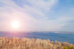 Panorama superior aéreo do lado do país da opinião bonita do rio de Dnipro Dniper, Ucrânia imagem de stock