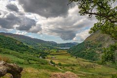Panorama sur Llyn Gwynant et sa vallée, Pays de Galles photographie stock libre de droits