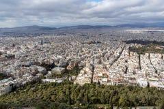 Panorama surpreendente da cidade de Atenas do monte de Lycabettus, Grécia Fotos de Stock Royalty Free