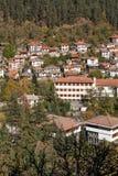 Panorama surpreendente da cidade de Shiroka Laka e de montanhas de Rhodope, região de Smolyan Foto de Stock Royalty Free
