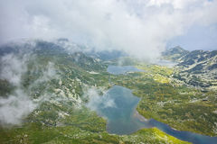 Panorama surpreendente do gêmeo, do Trefoil, dos peixes e dos lagos superiores, os sete lagos Rila Imagem de Stock