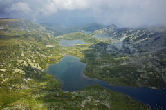 Panorama surpreendente do gêmeo, do Trefoil, dos peixes e dos lagos superiores, os sete lagos Rila Imagens de Stock Royalty Free