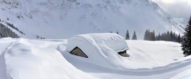 Panorama svizzero della capanna delle alpi Fotografia Stock