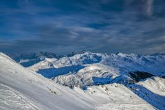 Panorama svizzero delle alpi della montagna di Parsenn nell'inverno Immagine Stock Libera da Diritti
