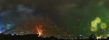 Panorama Sydney FireWorks Bridges CBD Stockfotos